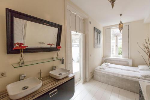 Livia's Hideaway Elegant Apartments photo 76
