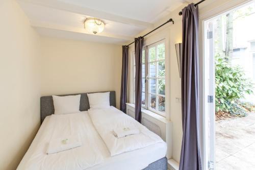 Livia's Hideaway Elegant Apartments photo 32