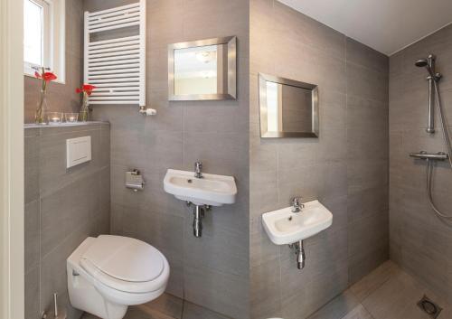 Livia's Hideaway Elegant Apartments photo 33