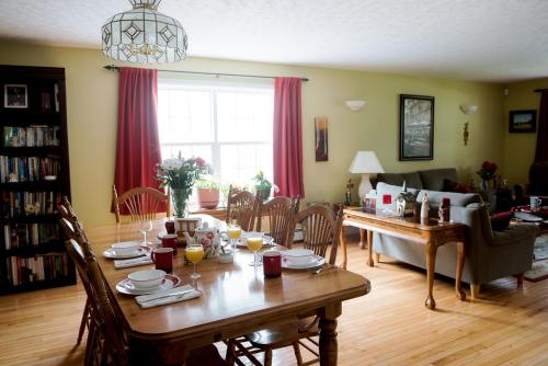 Still Waters Bed And Breakfast - Dartmouth, NS B2X 2G4