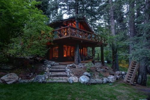 Treehouse on the Stream - Hotel - Sundance
