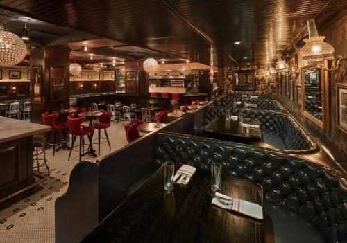 The restaurant in the Refinery New york is decorated exquisitely with leather sofas and glass light fittings