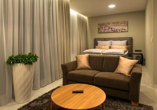 . MG Restaurace/Luxury Apartments