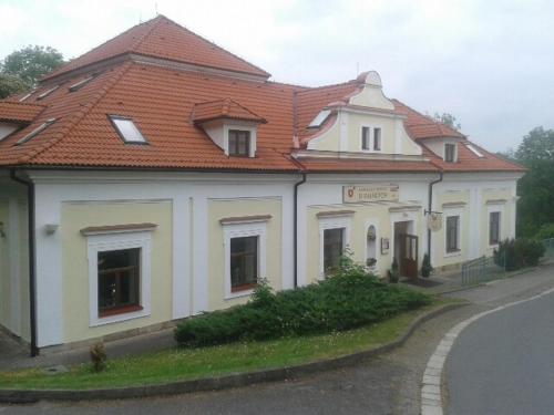 . Zámecký hotel U Rajských