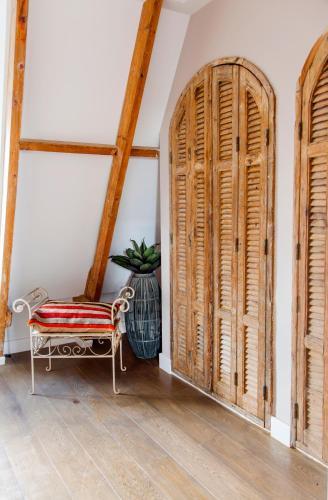 Livia's Hideaway Elegant Apartments photo 86