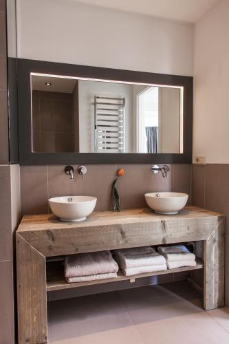 Livia's Hideaway Elegant Apartments photo 87