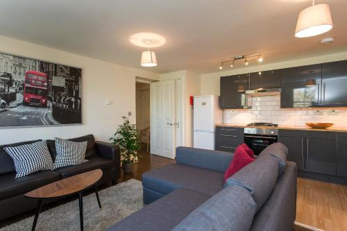 Modern Spacious Flat 15 Minutes From Central London