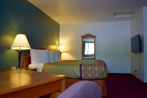 Snelling Motor Inn - Minneapolis, MN 55417