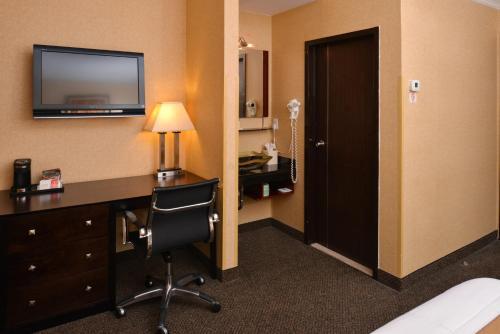 Baltimore Plaza Hotel Main image 2