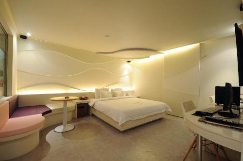 2 Heaven Hotel