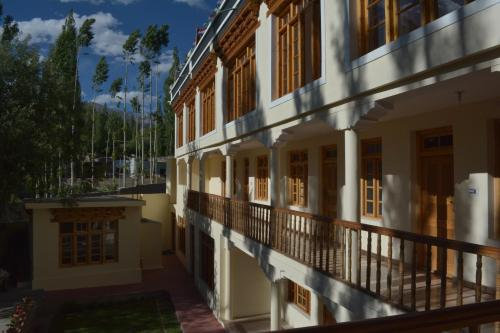 . Barath Hotel & Guest House