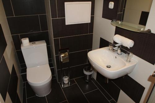Triple M Hotel photo 2