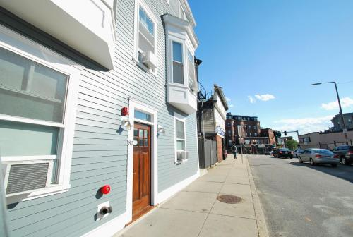 HotelQuarters on DOT by Short Term Rentals Boston