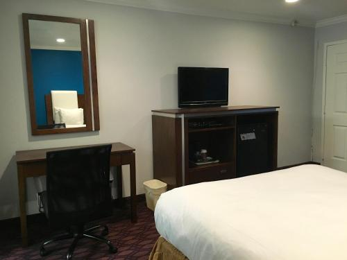Crimson Hotel Manhattan Beach - Manhattan Beach, CA 90266