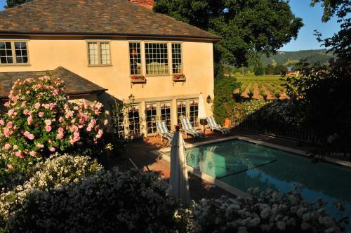 Vineyard Country Inn