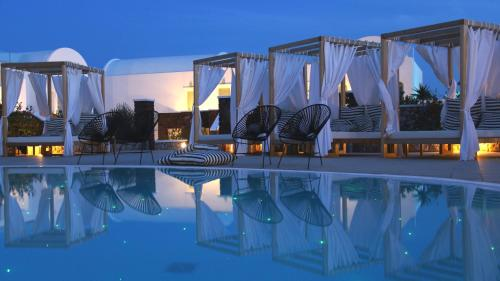 Thera 847 00, Greece.