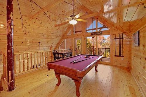 Basswood Lodge Holiday Home - Gatlinburg, TN 37738