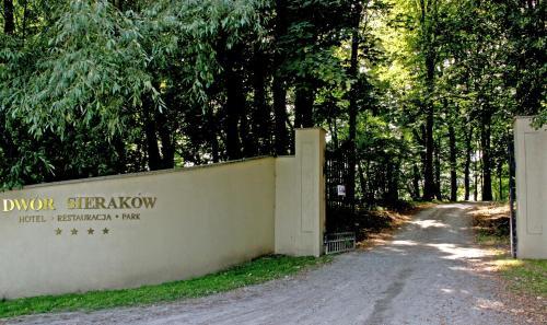 Dwór Sieraków - Photo 2 of 120