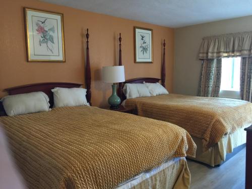 . Pelican Inn & Suites