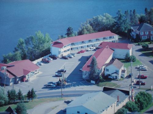. Hilltop Motel & Restaurant