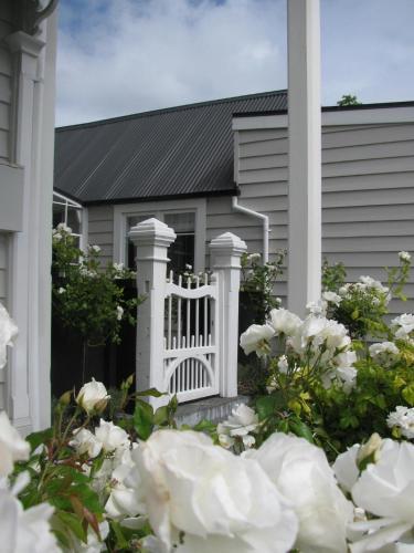 Historic Colenso Cottage - Accommodation - Napier