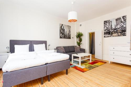 ApartDirect Sveavägen photo 66