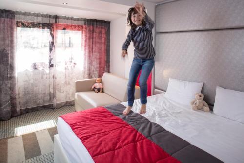 Mercure Paris Montmartre Sacré Coeur Семейный номер с кроватью размера «king-size» и диваном
