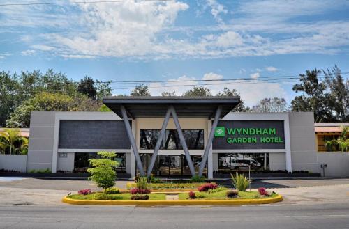 . Wyndham Garden Guadalajara Expo Plaza del Sol