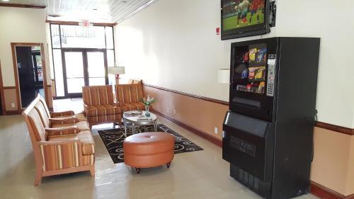 Red Carpet Inn & Suites Carneys Point/Wilmington - Carneys Point, NJ 08069