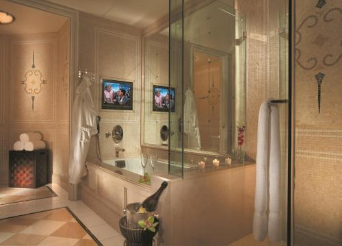 Four Seasons Hotel Los Angeles At Beverly Hills - Los Angeles, CA 90048