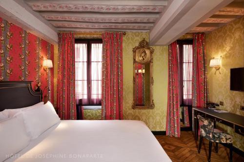 10 rue d'Ormesson, 75004 Paris, France.