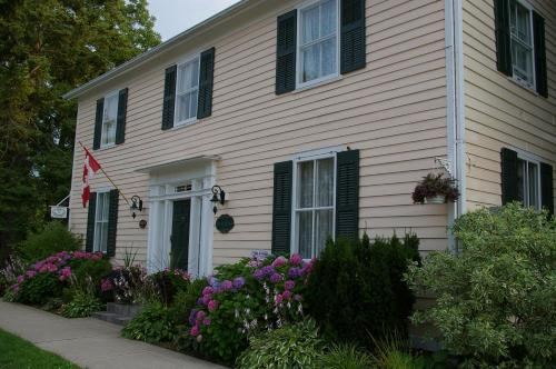 Royal Manor Bed & Breakfast - Photo 2 of 19