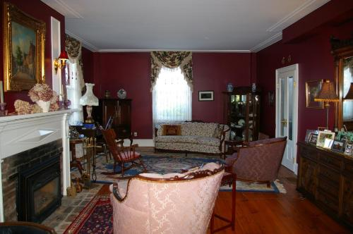 Royal Manor Bed & Breakfast - Photo 7 of 19