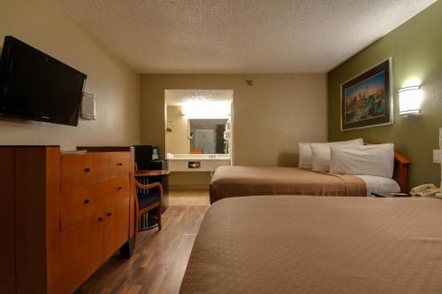 Vagabond Inn Bakersfield South - Bakersfield, CA CA 93307