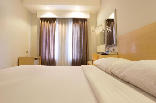 Triniti Hotel Batam photo 20