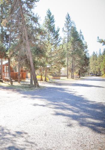 . Bend-Sunriver Camping Resort Two-Bedroom Cabin 7