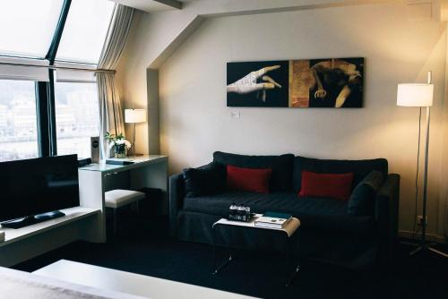Junior Suite with Guggenheim Package - single occupancy Hotel Miró 10