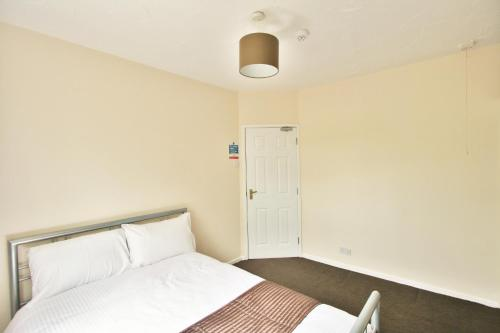 Central Studios Hatherley By Roomsbooked, Cheltenham