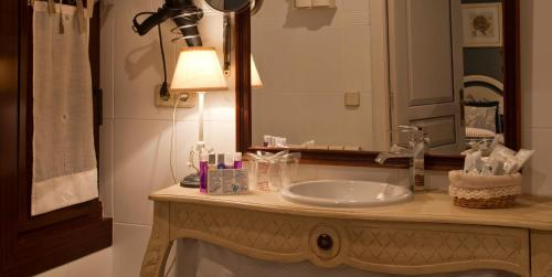 Double or Twin Room - single occupancy Hotel El Ciervo 9