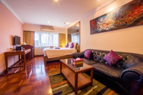 Triple 8 Inn Bangkok photo 25