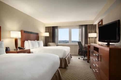 Hilton New York JFK Airport Hotel - image 6