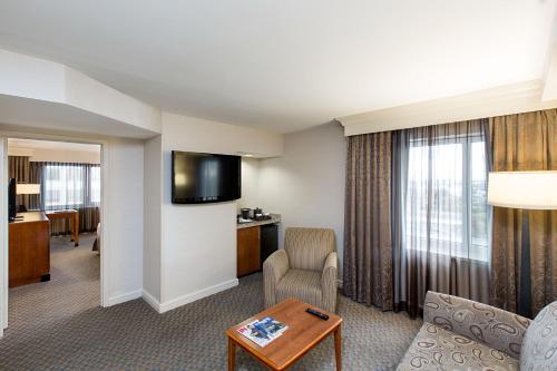 Hilton New York JFK Airport Hotel - image 11