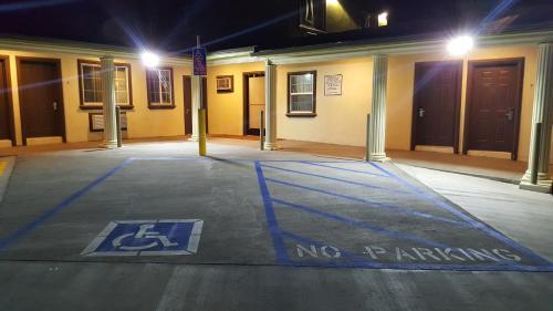 Fortuna Redwood Inn - Fortuna, CA 95540