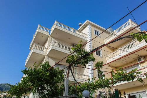 Himara Apartments