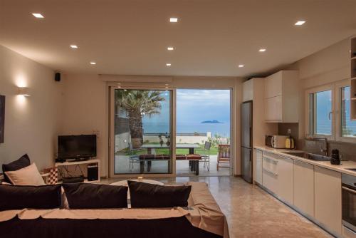 . Lidia Beach Suites