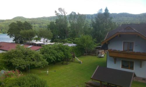 Ferienwohnungen am See Haus Spitzer, Pension in Keutschach am See