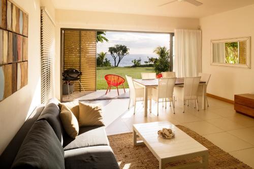 cap ouest by horizon holidays flic en flac. Black Bedroom Furniture Sets. Home Design Ideas