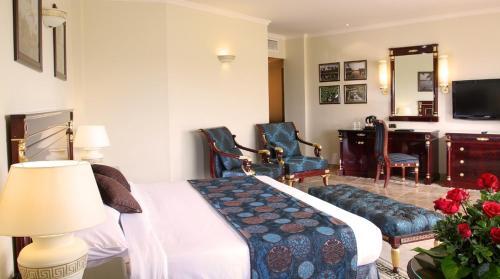 Jolie Ville Kings Island Luxor room photos