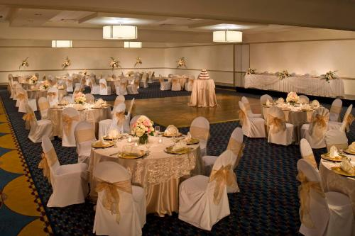 DoubleTree Pittsburgh Monroeville Convention Center - Monroeville, PA 15146