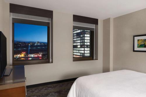 Embassy Suites Pittsburgh-Downtown - Pittsburgh, PA 15222